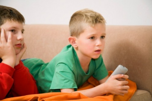 Too much TV time linked to kids' poor sleep habits